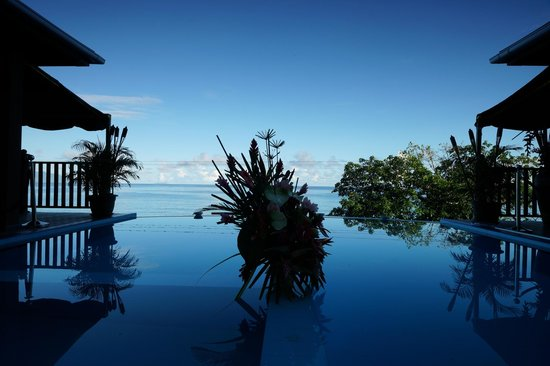 Treasure Cove Restaurant : Infinity pool, decorated to suit the mood of the moment