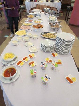 Hrazdan Hotel: Fruehstuecksbuffet