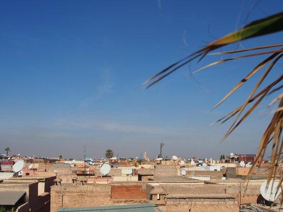 Riad Mehdia : panorama della terrazza sul tetto dell'hotel