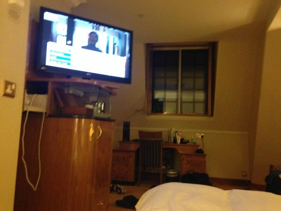 Radisson Blu Hotel, Leeds : TV view from the bed