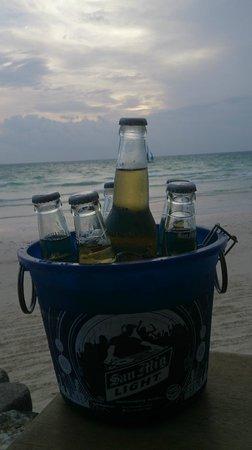 Boracay Beach Club : Very Happy Hour!
