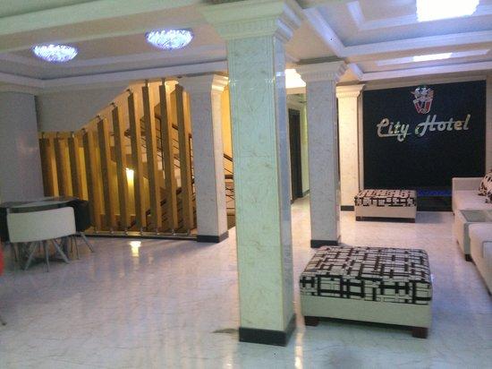 VJ City Hotel: Lobby area