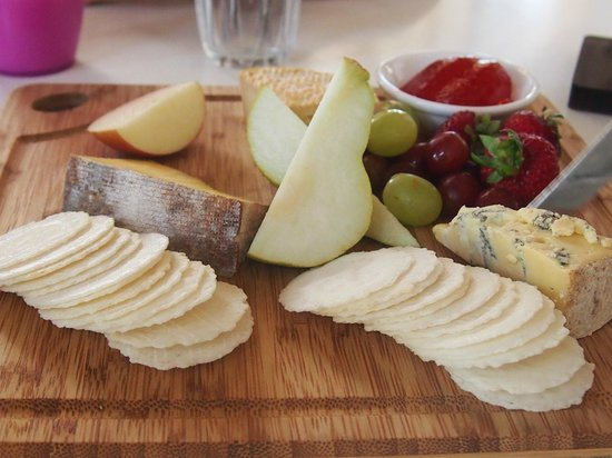 Timboon Railway Shed Distillery: チーズボード Cheese board