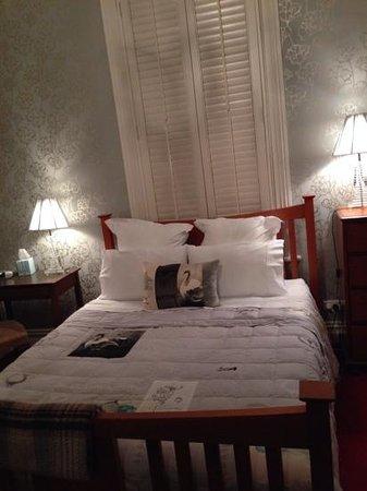 Eden Villa Bed & Breakfast : Romo room
