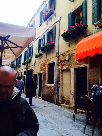 Enoteca al Volto: Situated in a charming side street