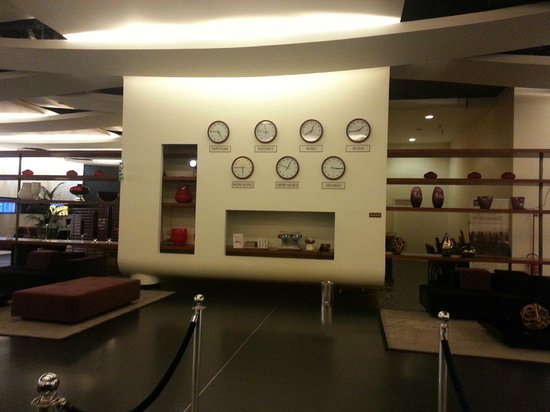 Sheraton Milan Malpensa Airport Hotel & Conference Centre: reception time !!