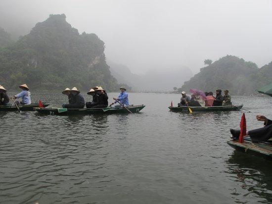 Vega Travel: boat ride in TranAn