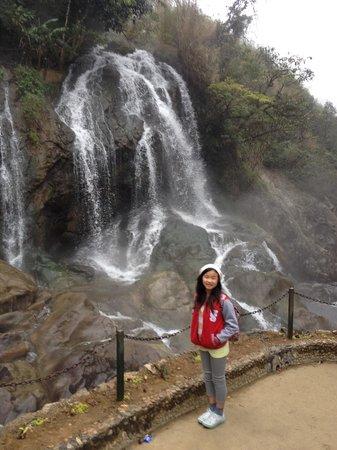 Vega Travel: catcat waterfall SaPa
