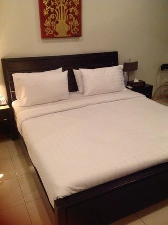 Copa Hotel Pattaya: the bed