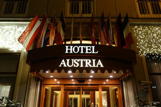 Hotel Austria : вход в отель