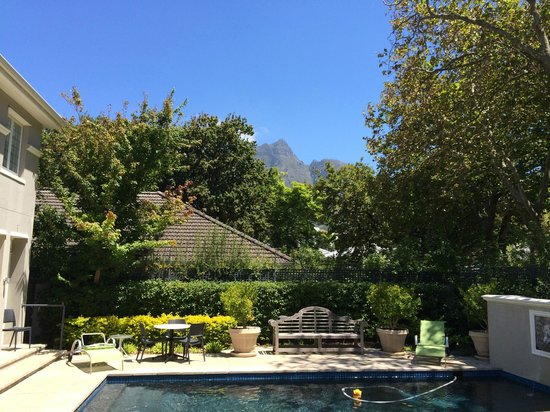 Roodenburg House: View from pool area of Table Top Mountain