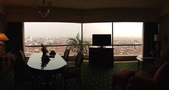 JW Marriott Hotel Surabaya: City View from one bedroom suite
