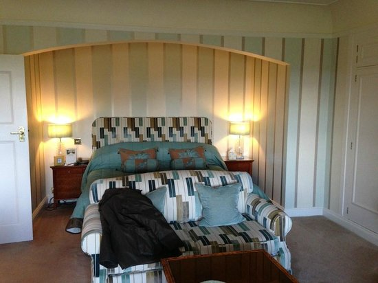 Mallory Court Country House Hotel & Spa: Bed in one of main house rooms