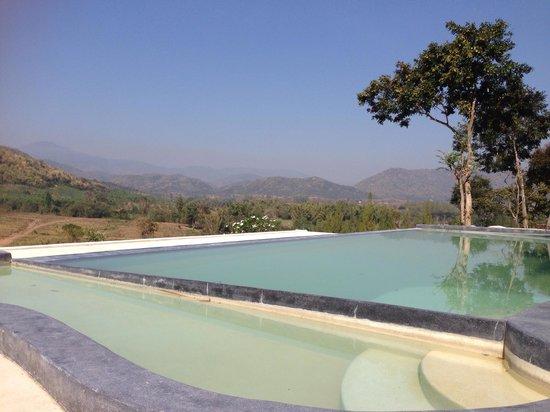Morning Glory Resort & Bakery: horizon pool กว้าง ไม่ต้องกลับตัวบ่อย