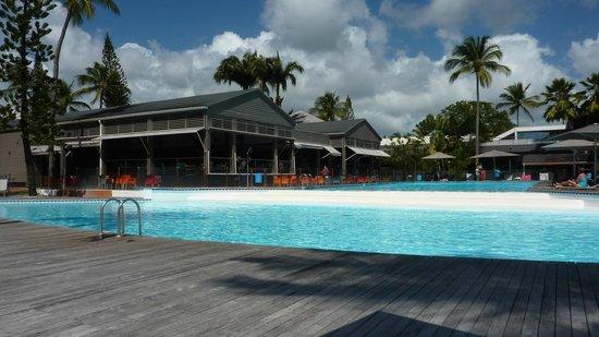 La Creole Beach Hotel: Belle piscien à 2 niveaux et bar au fond