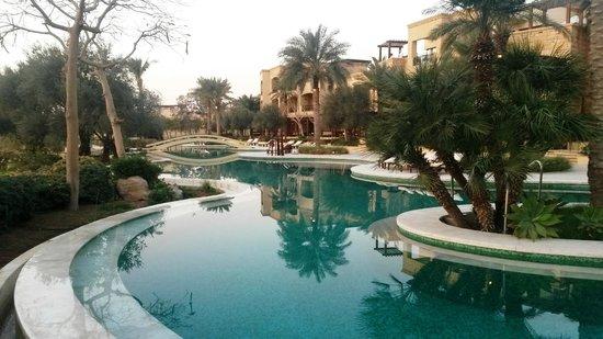 Kempinski Hotel Ishtar Dead Sea : Leizure Pool (not heated)