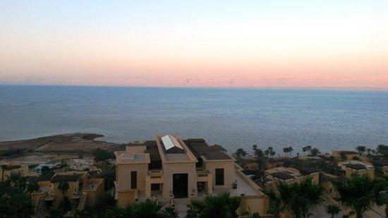 Kempinski Hotel Ishtar Dead Sea : Sunrise over Israel