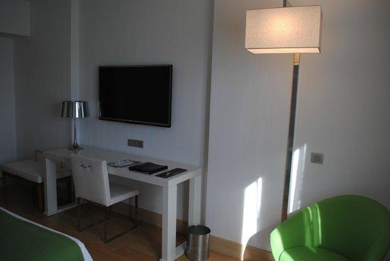 NH Collection San Sebastian Aranzazu: TV enorme