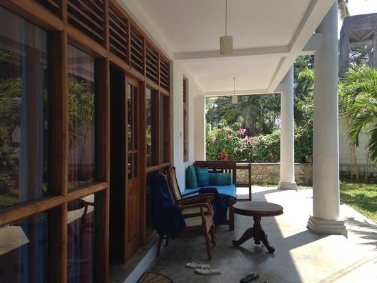 Moonstone Villas: lovely veranda
