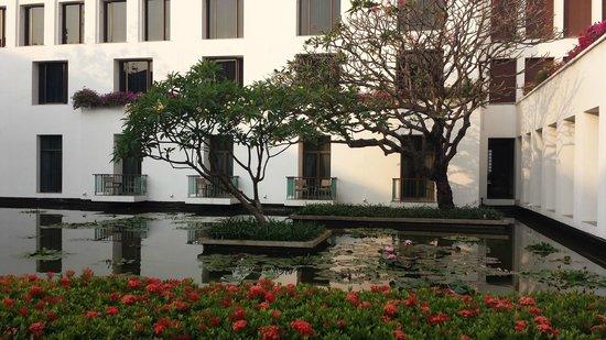 The Sukhothai Bangkok: Jardins intérieurs
