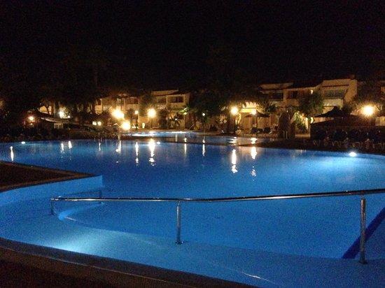 Playa Park Club: playa park at night
