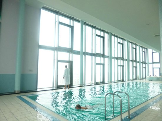 InterContinental Hotel Warsaw: Piscine 43e Etage