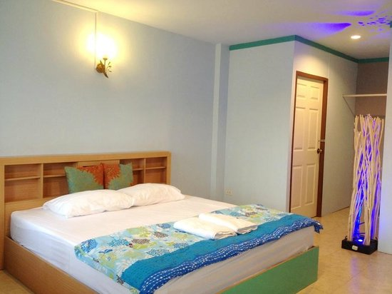 Phuket Blue Hostel: Private A/C Room with Balcony