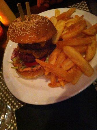 Couby's Café : Jamaican burger :  super bon  épicé juste comme il faut : excellent