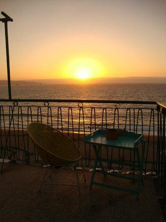 Renaca Beach Hostel: Atardecer desde una de las terrazas, zona Comedor común del Hostel