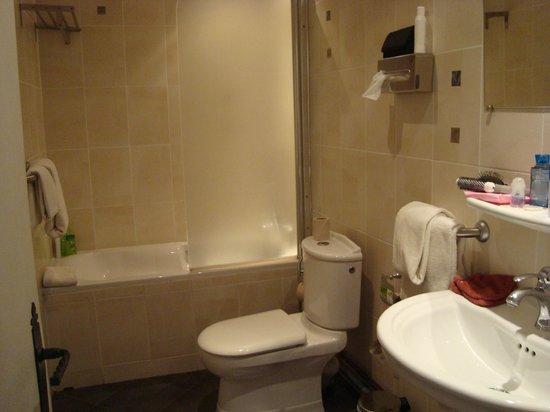 Hotel Des Bains : Sdb avec baignoire