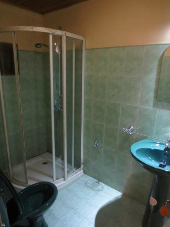 Hill View Bungalow: Bathroom