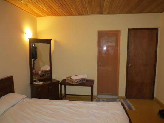 Hill View Bungalow: our room