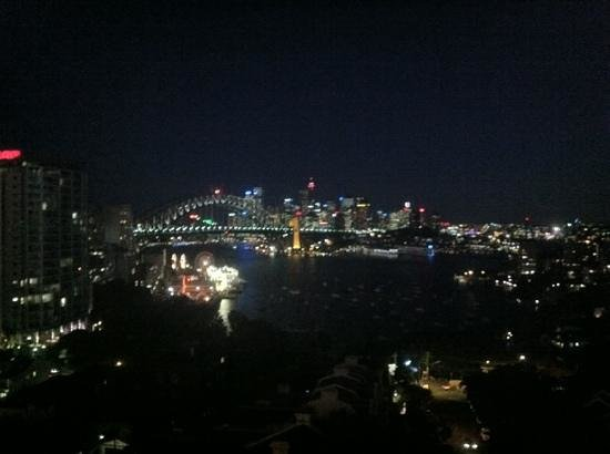 North Sydney Harbourview Hotel: night