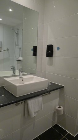 Days Inn Liverpool City Centre: Bathroom
