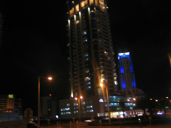Habtoor Grand Resort, Autograph Collection, A Marriott Luxury & Lifestyle Hotel: Night tme