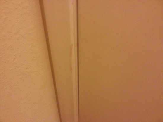 Days Inn Marietta-Atlanta-Delk Road : bathroom stains