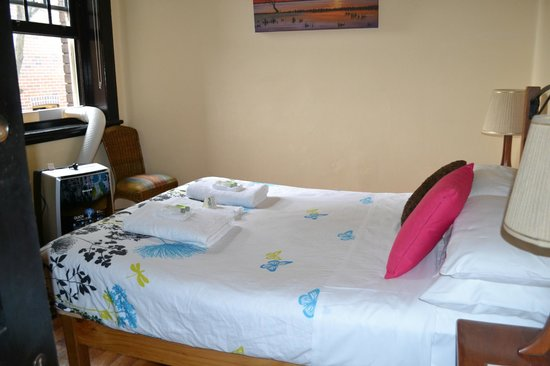 Sydney Harbour Bed and Breakfast: Bligh Room - free WiFi !