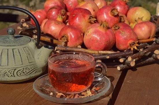 Aeriko: γευστικο τσαι με ροδι και κομματια ροδακινου