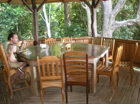 La Cusinga Eco Lodge: Part of dining room