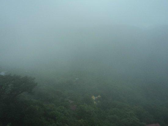 Kyaiktiyo Pagoda: Туман в окрестностях Золотого камня