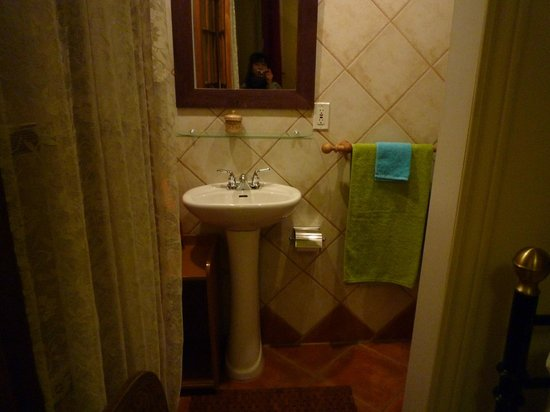 A l'Adresse du Centre-Ville: bathroom