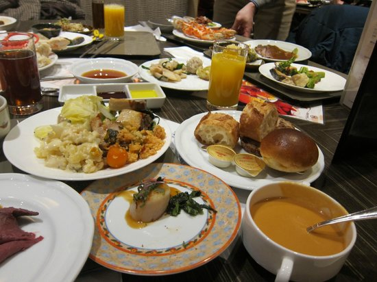 All Day Buffet Compass : レストランカフェ コンパス・・・会食テーブル風景