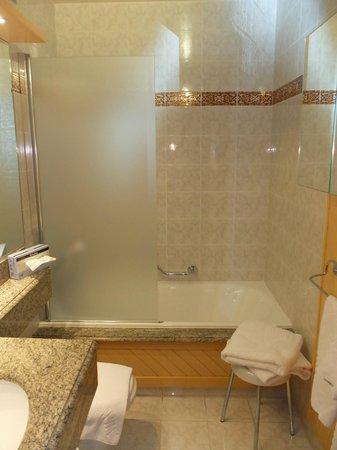 Aux Ducs De Savoie : Salle de bains
