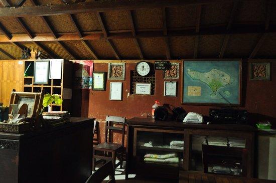 Padang Lovina Seaside Cottages: フロント