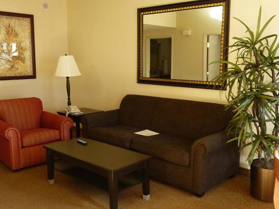Polo Towers Suites: Comfortable sitting area