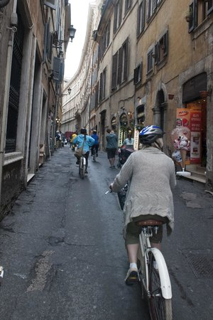 Italy Cruiser Bike Tours - Rome : ride along street in Rome