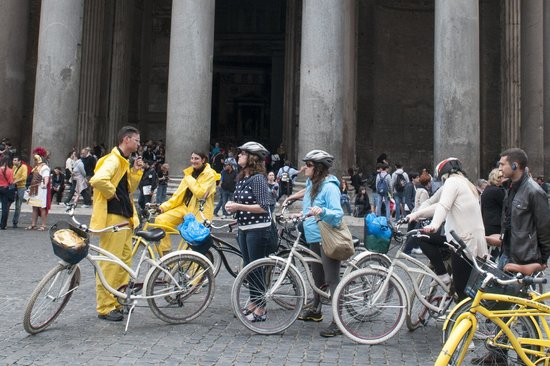 Italy Cruiser Bike Tours - Rome : stop for point of interest