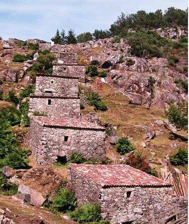 Muiños do Folón e do Picón: Molinos en la pendiente de la montaña