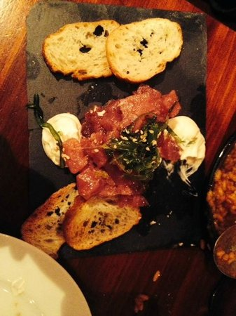 Sensi Bistro Barcelona: Tartar de atún con mayonesa de sésamo