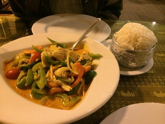 Thai Fusion: Chicken Pa Nang with rice